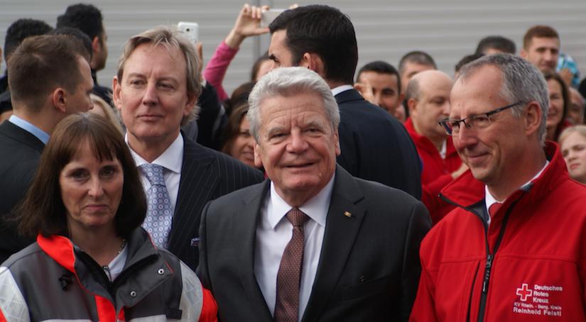 Präsident Gauck mit DRK-Kreisvorsitzende Ingeborg Schmidt und DRK-Geschäftsführer Reinhold Feistl. (Foto: Fabian Felder)