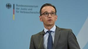 Justizminister Maas gerät nun selbst unter Druck. (Foto: dpa)